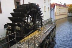 Vieux moulin à eau à Prague, République Tchèque Photographie stock libre de droits