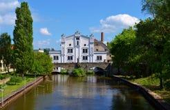 Vieux moulin à eau blanc Photographie stock libre de droits