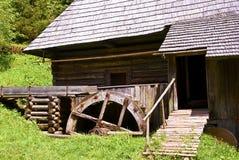 Vieux moulin à eau en bois Photographie stock libre de droits