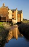 Vieux moulin à eau sur la rivière Avon, peu de Lawford. Photo libre de droits