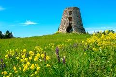 Vieux moulin à vent abandonné Photo libre de droits