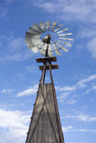 Vieux moulin à vent de ferme Image stock