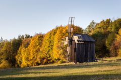 Vieux moulin à vent en bois Photographie stock