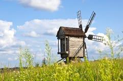 Vieux moulin à vent en bois Photo stock