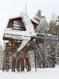 Vieux moulin à vent en bois en hiver Image libre de droits