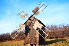 Vieux moulin à vent en bois, musée de Pirogovo, Kiev, Ukraine Images stock