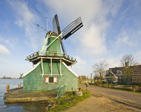 vieux moulin à vent hollandais photo stock