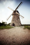 Vieux moulin à vent hollandais traditionnel en Lettonie Images libres de droits