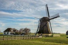 Vieux moulin à vent néerlandais Photographie stock libre de droits