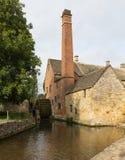 Vieux moulin dans le secteur de Cotswold de l'Angleterre Images stock