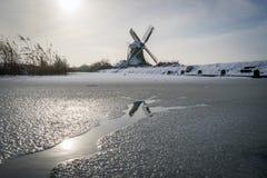 Vieux moulin de vent pendant l'hiver Photographie stock