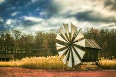 Vieux moulin de vent traditionnel authentique dans l'infrarouge images libres de droits