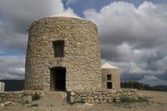Vieux moulin en pierre Photos libres de droits