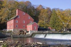 Vieux moulin rouge photos libres de droits