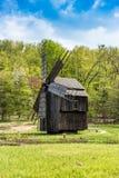 Vieux moulin roumain photo libre de droits