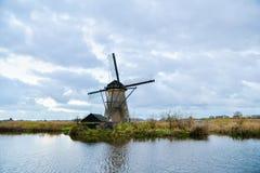 Vieux moulins à vent dans Kinderdijk au lever de soleil, Hollande, Pays-Bas, Eu Photographie stock