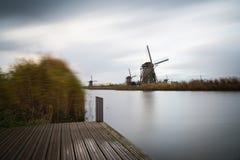 Vieux moulins à vent dans Kinderdijk au lever de soleil, Hollande, Pays-Bas, Eu Photos stock