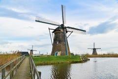 Vieux moulins à vent dans Kinderdijk au lever de soleil, Hollande, Pays-Bas, Eu Photographie stock libre de droits