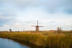 Vieux moulins à vent dans Kinderdijk au lever de soleil, Hollande, Pays-Bas, Eu Photos libres de droits
