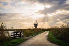 Vieux moulins à vent dans Kinderdijk au lever de soleil, Hollande, Pays-Bas, Eu Photo stock
