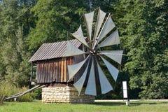 Vieux moulins à vent traditionnels en Astra Museum Photo libre de droits