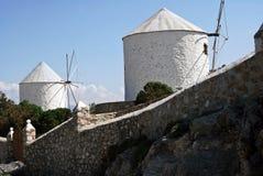 Vieux moulins à vent traditionnels à Leros, îles de Dodecanese, Grèce Photo stock