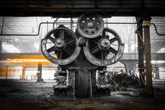 Vieux, métallurgique ferme attendant une démolition Photographie stock libre de droits