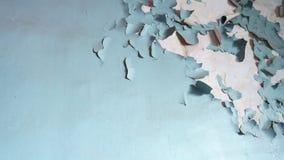 Vieux mur avec éplucher la peinture criquée images libres de droits