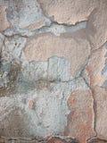 Vieux mur avec la peinture desserrée. Fond. Images libres de droits