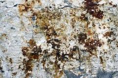 Vieux mur blanchi rouillé Photos libres de droits