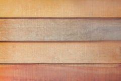 Vieux mur brun vide foncé et léger de planche dans les modèles horizontaux pour le fond photo stock
