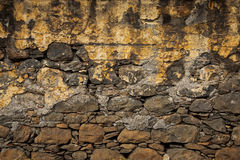 Vieux mur, construit de la brique rugueuse Photographie stock libre de droits