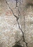 Vieux mur criqué Image libre de droits