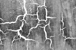 Vieux mur criqué endommagé de peinture, fond grunge, couleur blanc noir Photographie stock libre de droits