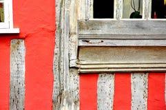 Vieux mur de bâtiment avec la fenêtre images stock
