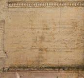 Vieux mur de briques avec des décorations Photo libre de droits