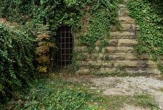 Vieux mur de briques avec la surface en béton en écailles pour les concepteurs et l'artiste Photographie stock libre de droits