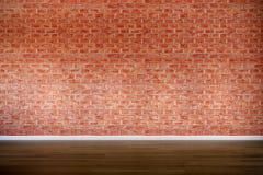 Vieux mur de briques avec le plancher en bois dur, vintage, rétro photographie stock libre de droits