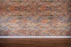 Vieux mur de briques avec le plancher en bois dur, vintage, rétro photographie stock