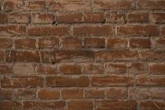 Vieux mur de briques brun de fond grunge foncé photos libres de droits