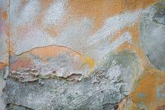 Vieux mur de briques de fond avec des restes de plâtre image libre de droits