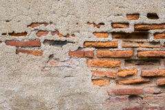Vieux mur de briques endommagé et sale Images libres de droits