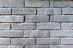 Vieux mur de briques peint par gris Images stock