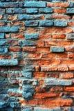 Vieux mur de briques rouge rouillé désuet Photo libre de droits