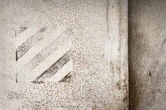 Vieux mur de fer peint par blanc Photographie stock libre de droits