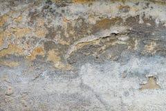 Vieux mur de maison avec le plâtre criqué photos libres de droits