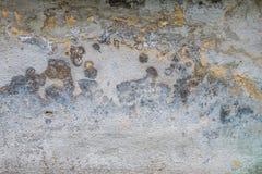 Vieux mur de maison avec le plâtre criqué images stock