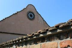 Vieux mur de maison de village image stock