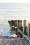 Vieux mur de mer de briseur de l'eau d'aine Photo libre de droits