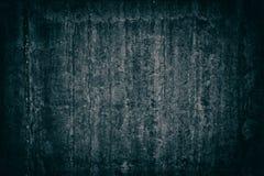 Vieux mur en béton superficiel par les agents - fond foncé sinistre sombre photos libres de droits